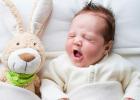 Psychológia pre milujúcich rodičov: Ako uspávate svoje dieťa? Viete, prečo sa v noci budí?