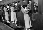 Láska kvitla aj v období VOJNY: Pozrite si 20 reálnych fotografií