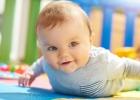 Nelezie vaše bábätko? Ako ho naučiť liezť