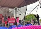 Areál Bratislavského hradu sa zahalil do ružovej na znak podpory boja za zdravé prsia