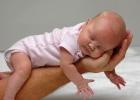 Plače a často grcká vaše bábätko? Možno ho trápi reflux.