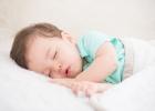 Nočné dojčenie ročného dieťaťa: Ukončiť alebo pokračovať?