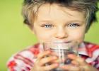 Moje dieťa nechce piť! TIPY pre zúfalých rodičov detí, ktoré nebývajú smädné..