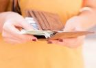 Materská dávka: Od budúceho roka sa má umožniť súbežné poberanie obomi rodičmi