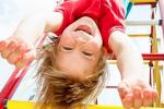 5 dôvodov, prečo dovoliť dieťaťu spadnúť na zadok