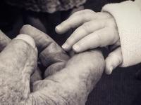 Fotogaléria: Dojímavé prvé stretnutia novorodeniatok so starými rodičmi