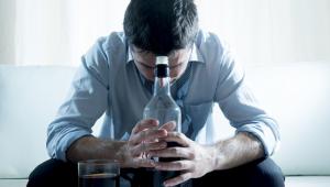 (NE)Nalejem ti alebo Ako alkohol ničí vzťahy