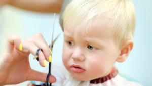 Mýty aj fámy: ako je to so strihaním vláskov bábätka?