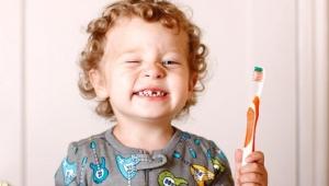 Keď má dieťa žlté zuby