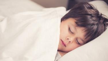 TIP pre nespavé deti: Veľká a ťažká prikrývka pomáha