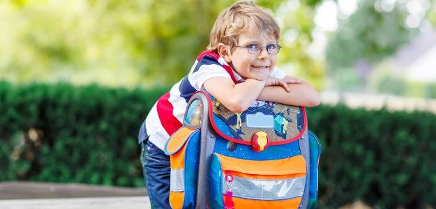 školská taška, aktovka, krádež v škole, rodičia, prvák