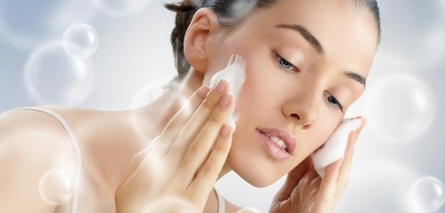 pleť v zime, dehydrovaná, peeling, krém, make up, staroslivosť o pokožku