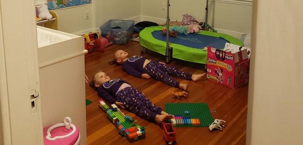 Geniálna stratégia, ako udržať deti aspoň chvíľu v pokoji