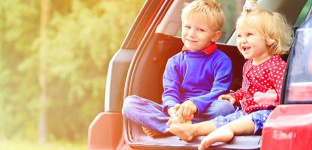 NASADAŤ, VYRÁŽAME! 7 neoceniteľných rád ako prežiť s drobcom dlhú cestu autom