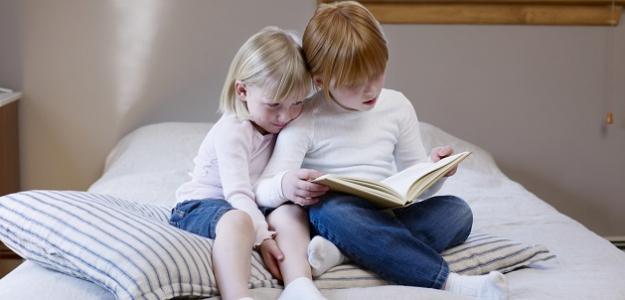 Čítať, pozerať či počúvať rozprávky? Čo je pre DETSKÝ MOZOG najlepšie?