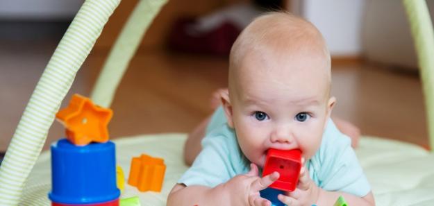 Tri hračky a DOSŤ!  Ako vychovať z dieťaťa zdravého minimalistu