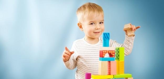 Neinvestujte do drahých hračiek. Deťom stačia KOCKY