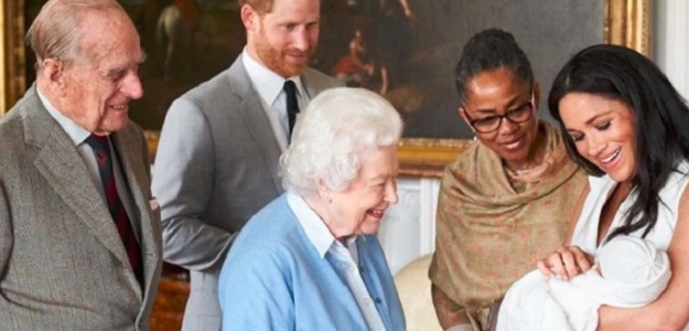 Prvé FOTOGRAFIE: Meghan a Harry ukázali syna. Je to ARCHIE