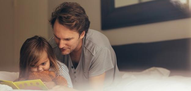 Rozprávky by mali deťom čítať oteckovia