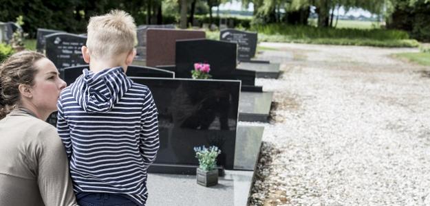 Ťažká téma: Ako hovoriť s deťmi o smrti?