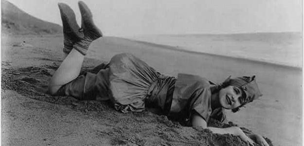 RETRO LETO: Pozrite sa, ako vyzerali dámske plavky v minulosti