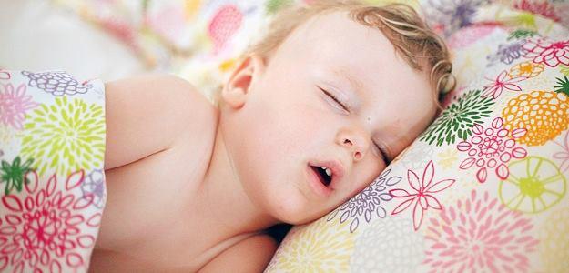 Koľko má dieťa spať