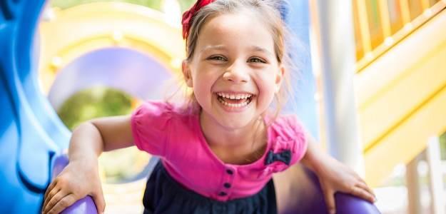 Smiech, liečivý smiech, úsmev dieťaťa, výchova s humorom