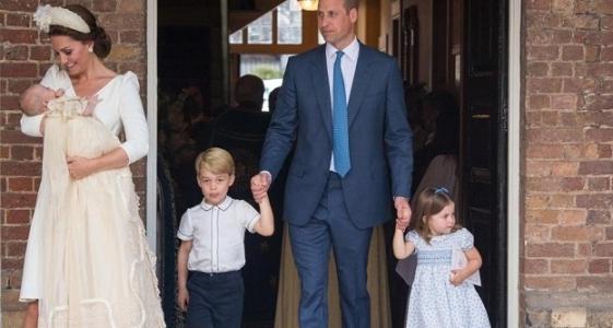Krstiny v kráľovskej rodine: Princ Louise bol pokrstený v rovnakých šatách, ako jeho súrodenci