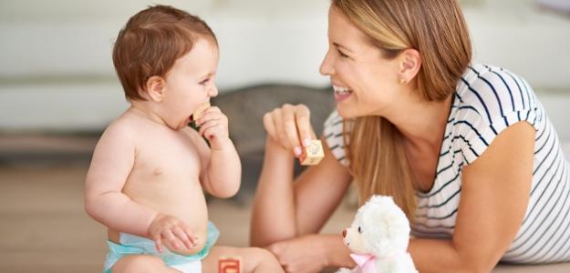 Ako sa správne a pútavo rozprávať s bábätkom?