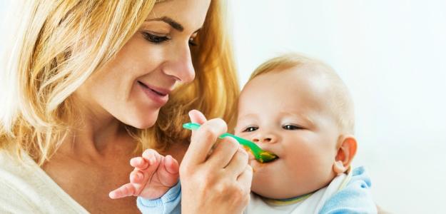 prvé ovocné príkrmy jedálniček dojčaťa bábätka