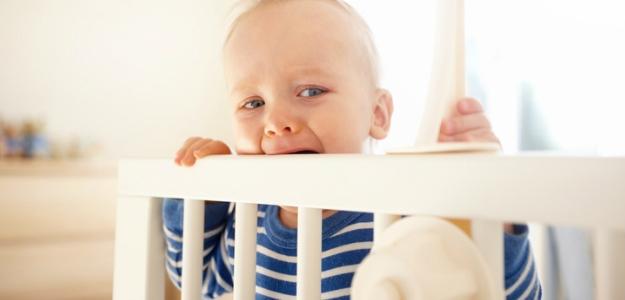Psychológia pre milujúcich rodičov: nechať dieťa vyplakať?