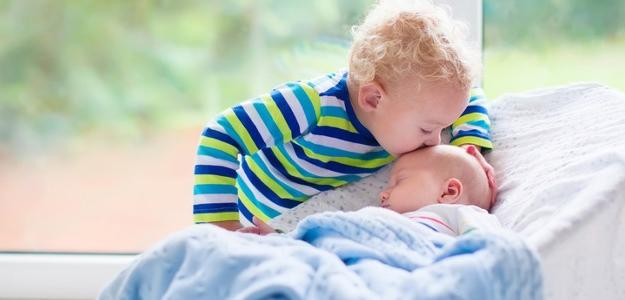 súrodenci, deti s malám vekovým rozdielom, dve deti do dvoch rokov
