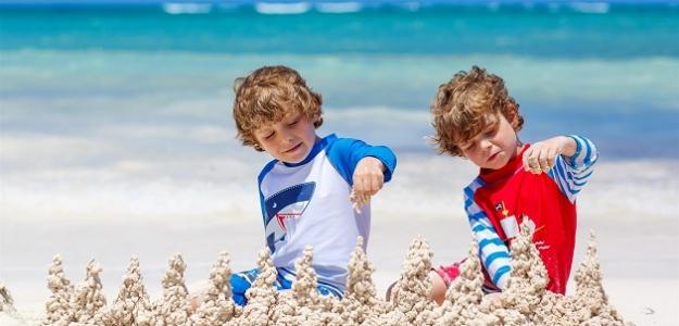 Ako sa na dovolenke (s dvojičkami) nezblázniť