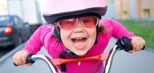 Pre bezpečnosť malých športovcov: ako správne nasadiť prilbu?