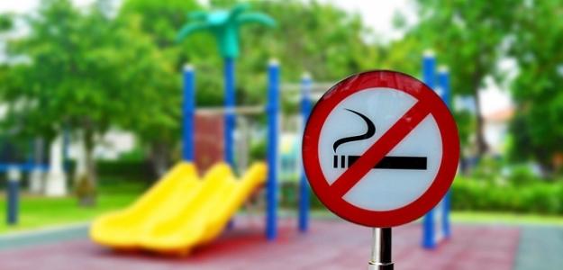 Zapálime si na preliezke? Zákaz fajčenia na detských ihriskách sa nedodržiava