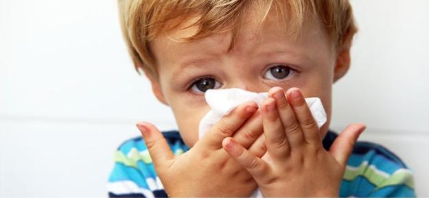 nádcha, chrípka, choré dieťa, fúkať nos