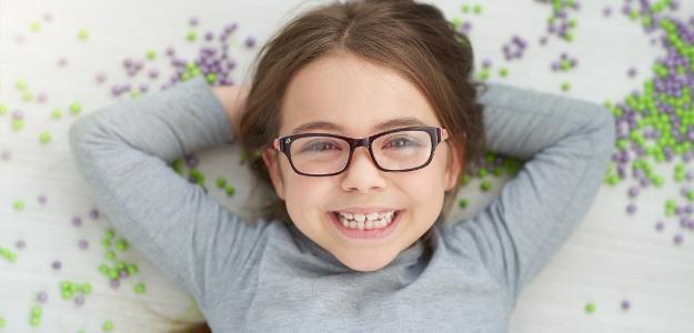 okuliare, ďalekozrakosť, očné vady u detí