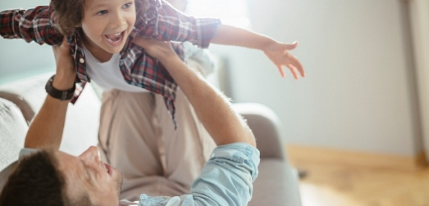 Akú úlohu zohráva pri výchove syna otec?