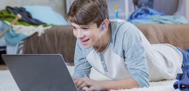 puberta, pc hry, tínedžer, online, počítač, deti za počítačom, online hry, playstation