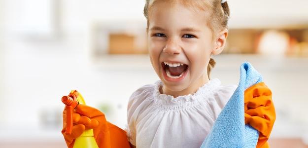 deti pomáhajú v domácnosti, poriadok, hračky