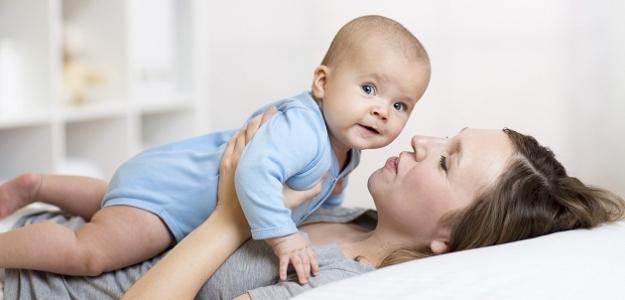 porovnávanie detí, mama, syn, dcéra, spánok, kočík