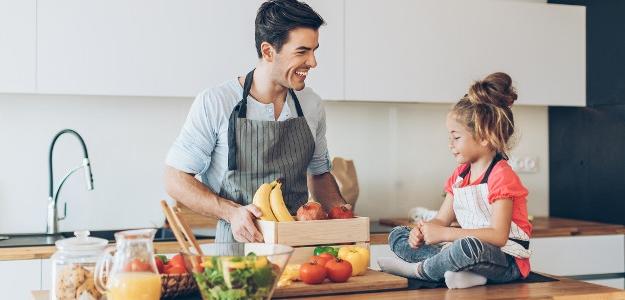 nedeľný obed, varí muž, otecko varí, menu, polievka, karí