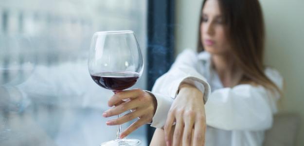 Na svetobôľ alkohol? Únavu ani stres vo fľaši neutopíš...