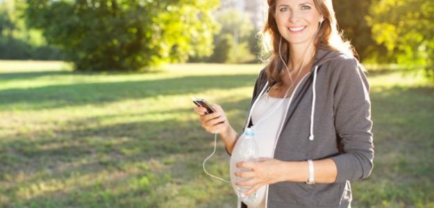 Trendovo oblečená budúca mamička