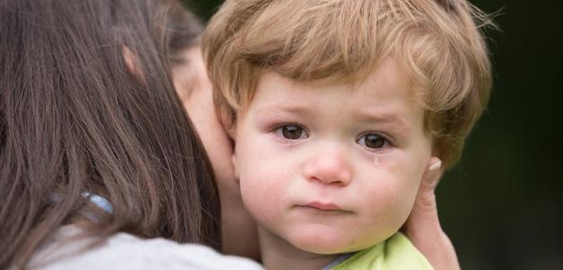 Terapia pevným objatím: Lieči dušu dieťaťa