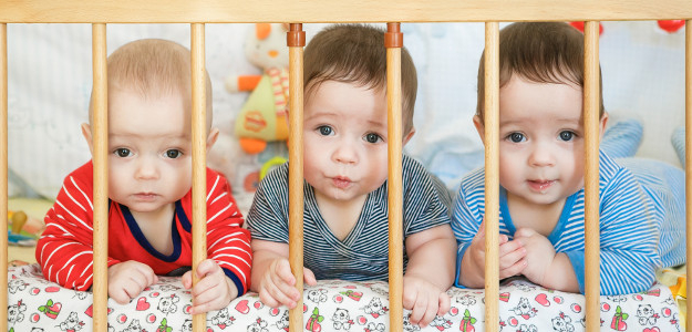 trojčatá, spoločná detská izba, bábätko, novorodenec, batoľa, ako sa nezblázniť