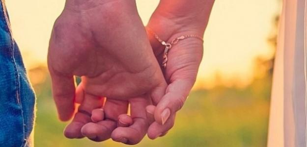 AKO sa držíte s partnerom? Môže to veľa prezradiť o Vašom vzťahu