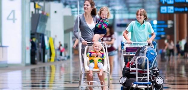 Prvýkrát v lietadle: Ako zvládnuť cestu s dieťaťom?