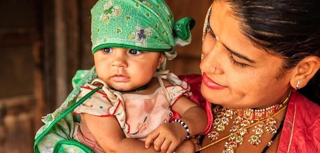 Sprcha, zlato i ochranné náramky. TAKTO vítajú do života bábätka vo svete