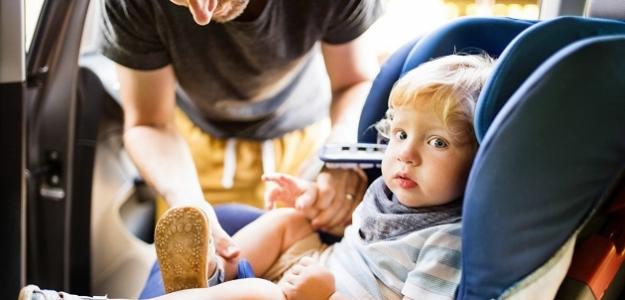Syndróm zabudnutého dieťaťa: KTO je vinníkom?